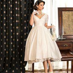 Ball Gown Short Wedding Dress V neck Short Sleeve Ivory Bridal Gowns robe de mariage Cheap Tea Length vestido de noiva curto