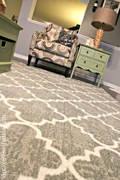 Love this gorgeous Gray and White Lattice Rug by Mohawk Home! And there's a GIVEAWAY so that you can win one over at Vintage News Junkie!!