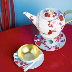 With it's firework of colors and it's manually gilded motifs Emperor's Garden invokes the fascination of far eastern porcelain art, but stays independent. Home Design, Tabletop, Garden Coffee, Wedding List, Tea Strainer, Table Accessories, Espresso Cups, Fine Porcelain, Fine China