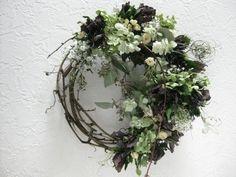 Willow Wreath, Grapevine Wreath, Wedding Wreaths, Wedding Flowers, Flower Crafts, Flower Art, Modern Wreath, How To Preserve Flowers, Hanging Ornaments