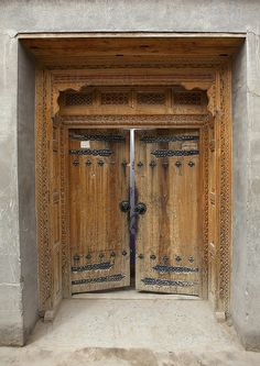 Traditional Door In Old Town, Keriya, Xinjiang Uyghur Autonomous Region, China Old Doors, Windows And Doors, Front Doors, Traditional Doors, Traditional House, Chinese Gate, Asian House, Chinese Interior, My Ideal Home