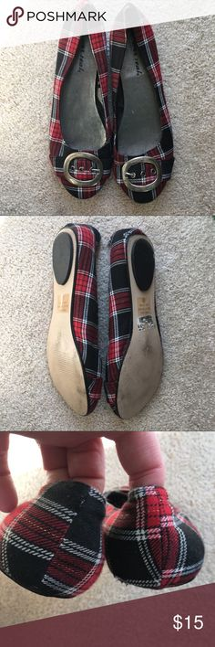 🆕List! Buckled Plaid Flats! EUC! Wet Seal fancy flats! Beautiful red and black plaid. Great condition! Size 9. Wet Seal Shoes Flats & Loafers