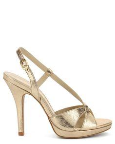 f8ed001045999 22 meilleures images du tableau Chaussures   Basket, Shoe et Shoes