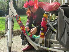 http://www.safarana.com/Safarana/Dymphs_Blog/Entries/2015/3/9_Mijn_fiets_pimpen_met_haakwerk_en_vilt.html