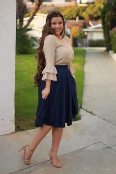 Veronica Navy Skirt Source by craigvargasnkl outfit church Modest Church Outfits, Skirt Outfits Modest, Modest Dresses, Dress Outfits, Navy Skirt Outfit, Modest Wear, Church Dresses, Curvy Fashion, Modest Fashion