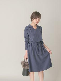 URBAN RESEARCH ROSSO WOMENのワンピース「スウェードサテン切替ワンピース」を使ったkawano(●ROSSO)のコーディネートです。WEARはモデル・俳優・ショップスタッフなどの着こなしをチェックできるファッションコーディネートサイトです。