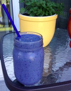 Herbal life-This is one of my all-time favorite shake recipes. It is super easy and great for changing up the boring 'ol routine of vanilla or chocolate. The best part, it really does taste like a blueberry mu. Herbalife Protein, Herbalife Shake Recipes, Protein Shake Recipes, Smoothie Recipes, Smoothies, Protein Shakes, Herbal Life Shakes, Healthy Drinks, Healthy Recipes