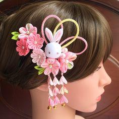 うさぎさんと小花の髪飾り✼ピンクパール✼七五三✼3歳✼つまみ細工 Kanzashi Flowers, Diy Flowers, Fabric Flowers, Diy Hair Bows, Diy Bow, Hair Decorations, Boutique Hair Bows, Ribbon Crafts, Hair Bows