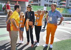 RIO DE JANEIRO - Koning Willem-Alexander en koningin Máxima brachten dinsdag een bezoek aan het olympisch dorp in Rio de Janeiro. Hij zei dat het fantastische Spelen zijn en dat iedereen het uiterste geeft om er iets moois van te maken. (Lees verder…)