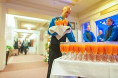 Cocktail des Fêtes lors d'une réception, party de Noël de bureau au Manoir Montmorency. Ambiance festive.