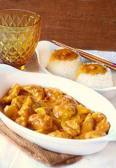 Pollo al curry light - senza panna Indian Food Recipes, Asian Recipes, Ethnic Recipes, Healthy Cooking, Cooking Recipes, Healthy Recipes, Pollo Light, Pollo Thai, Weird Food