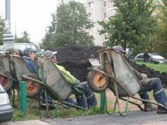 www.delunademiel.es Porque al mal tiempo buena cara, siempre hay maneras de hacer el trabajo mas agradable.