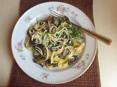 Tagliatelle with mushroom and parsley.Recipe:http://hungrybonbons.blogspot.com/2013/08/penne-pasta-with-mushroom-and-parsley.html #pasta,#tagliatelle,#mushroom,#parsley,#dinner