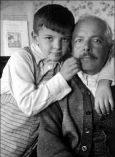 Béla Bartók with his son Peter aged Budapest, Music Love, Art Music, Music Is Life, Good Music, Budapest, Bela Bartok, Mundo Musical, Classical Music Composers, Foreign Words