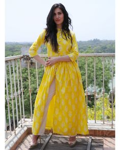 Buy The Secret Label Yellow Cotton Printed Front Slit Kurta online in India at best price. Yellow, so bright that it make you quite the sunshine on a gloomy day. Team it with a pair of off wh Indian Fashion Designers, Indian Designer Outfits, Designer Dresses, Kurta Designs Women, Blouse Designs, Indian Dresses, Indian Outfits, Indian Attire, Pakistani Dresses