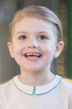 Ce mardi, la petite princesse Estelle de Suède fête ses 4 ans. À cette occasion, le Palais a révélé deux nouvelles photos officielles de la fille de la princesse Victoria et du prince consort Daniel.
