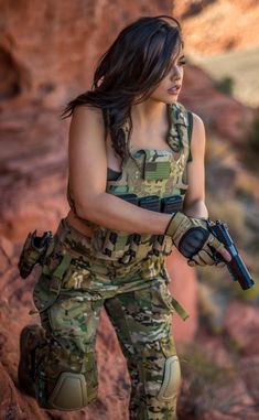 Guns Weapons ❤️️Girls 💋::: sexy girls hot babes with guns beautiful women weapons Warrior Girl, Military Women, Female Soldier, Girls Uniforms, N Girls, Badass Women, Beautiful Women, Poses, Lady