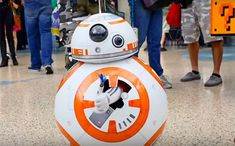 Star Wars: This girls BB-8 costume is the cutest thing since BB-8 - Star Wars Bb8 - Ideas of Star Wars Bb8 #starwars #bb8 #starwarsbb8 - BB-8 the beguiling roly-poly droid that emerged as one of the breakout stars of Star Wars: The Force Awakens may have met his match in the cuteness department. Over the weekend at the fan convention WonderCon in Los Angeles a diminutive cosplayer simultaneously blew minds and warmed hearts with her pitch-perfect BB-8 costume into which she could disappear at wi Wall E Costume, Star Wars Bb8, Ghostbusters Costume, Comics Love, Girls Showing Off, Epic Movie, Star Trek Enterprise, Anime Furry, Movie Costumes