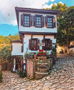 Sirince-Izmir / Turkey – aysel inan – Join the world of pin Bungalows, Wonderful Places, Beautiful Places, Villas, Orient House, Kusadasi, Travel Route, Cozy Place, Patio Design
