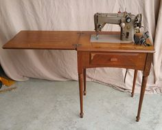 Model 319W Singer HD Sewing Machine Vintage Great Condition with cabinet