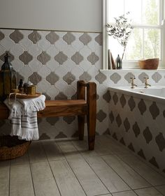 Quintessential™ Gloss Grey Tile