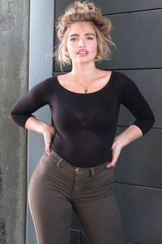 """Plus-Size-Models: Bei """"Germany's Next Topmodel"""" schaffte es Sarina Nowak in der vierten Staffel unter die Top 5. Heute ist sie erfolgreich im Curvy-Segment unterwegs und stellt ihre bildschönen Kurven und den sexy Brigitte-Bardot-Look zur Schau."""