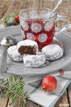 Chocolate buns with chocolate drops and almond / Double chocolate almond snowball cookies Greek Sweets, Greek Desserts, Greek Recipes, Christmas Deserts, Christmas Treats, Christmas Recipes, Xmas Food, Christmas Cooking, Chocolate Snowballs
