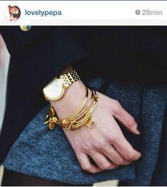 Lovely Pepa con brazaletes dorados: http://www.mimossa.es/home/57-brazalete-corazon-princesa.html