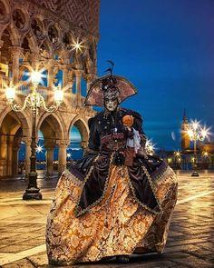 Carnival at Twilight, Venice Venetian Costumes, Venice Carnival Costumes, Venetian Carnival Masks, Carnival Of Venice, Venetian Masquerade, Masquerade Costumes, Costume Venitien, Venice Mask, Beautiful Mask