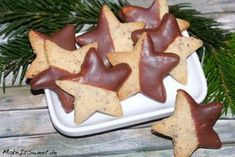 Schoko-Mandel-Plätzchen Rezept Christmas almond cookies with chocolate recipe Cookie Recipes For Kids, Gluten Free Cookie Recipes, Healthy Cookie Recipes, Holiday Cookie Recipes, Chocolate Cookie Recipes, Chocolate Biscuits, Chocolate Chip Cookies, Chocolate Chips, Ginger Bread Cookies Recipe