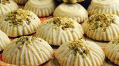 طريقة عمل معمول الدقيق بالتمر والفستق - Date and pistachio maamoul recipe