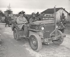 General Marshall riding in a jeep, February Us Army General, Jeep Brand, Willys Mb, Military Police, World War Two, Vintage Travel, Military Vehicles, Wwii, Monster Trucks