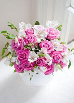 These are pretty, pretty! Beautiful Flowers Images, Beautiful Flowers Wallpapers, Beautiful Flowers Garden, Flower Images, Love Flowers, Wedding Flowers, Pink Rose Flower, My Flower, Flower Art