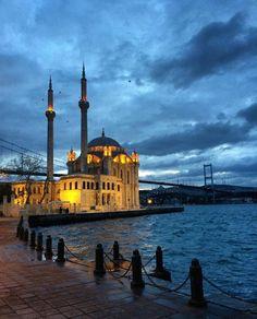 BUYUK MECIDIYE CAMII ORTAKOY BESIKTAS ISTANBUL TURKEY