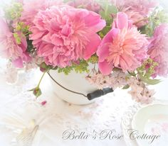 Bellas Rose Cottage: Breakfast with Peonies...