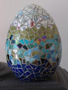 Made by www.mozayiko.eu Mosaic Diy, Mosaic Crafts, Mosaic Projects, Mosaic Tiles, Diy And Crafts, Arts And Crafts, Mosaic Flowers, Egg Art, Mosaic Patterns
