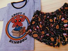 Look stranger Things Cute Pajama Sets, Cute Pjs, Cute Pajamas, Stranger Things Halloween, Stranger Things Funny, Stranger Things Netflix, Cute Lazy Outfits, Cool Outfits, Summer Outfits