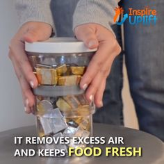 Adjustable Food Storage Jar 😍 This Adjustable Food Storage Jar takes the airtight, air-removing, pantry container to the next level, by shrinking the . Food Storage, Jar Storage, Storage Baskets, Kitchen Items, Kitchen Hacks, Kitchen Gadgets, Cool Inventions, Storage Design, Things To Buy