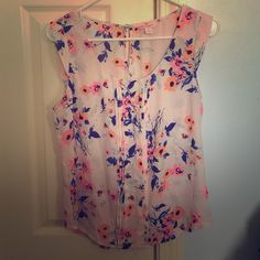 Floral tank top Baby pink floral tank top size M! Only worn once, perfect condition  Candie's Tops Tank Tops