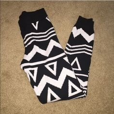 EUC H&M Divided leggings size 4 Excellent used condition H&M stretchy thick leggings size 4. Option to use PayPal shipping & payment with this item. If choose to use PayPal, will be $2 shipping instead of $5, just inform me ahead of time prior to purchasing. H&M Pants Leggings