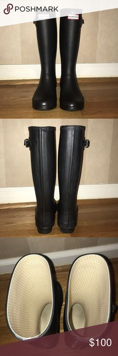 """Women's Black Huntress Hunter Rain Boots Size 8. Women's Black Huntress Rain Boots by Hunter Boots. Huntress is the wide calf version of the Original Tall Boots and perfect for wearing thicker boot socks as they are slightly roomier! Boots are in great condition and only worn twice! Boot shaft height: 14""""; 16 1/2"""" calf circumference. Hunter Boots Shoes Winter & Rain Boots"""