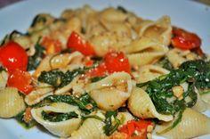 #pasta conchiglie con pomodori,rucola e noci