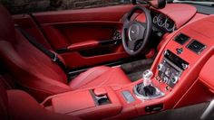 Aston Martin Vantage Roadster - love the red interior! Aston Martin V12 Vantage, Aston Martin Vanquish, Fancy Cars, Top Gear, Old Cars, Dream Cars, Super Cars, Car Seats, Bike