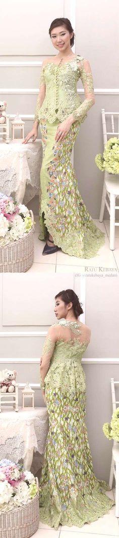 Graduation should be celebrated as the day of success, a long and challenging process. Kebaya Lace, Kebaya Brokat, Batik Kebaya, Dress Brokat, Kebaya Dress, Trendy Dresses, Nice Dresses, Indonesian Kebaya, Model Kebaya