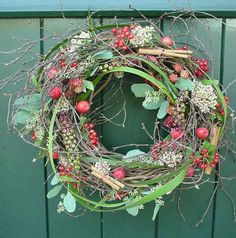 Autumn door wreath - On a hop wreath are birch branches, bear grass, berries and fruits processed | hetboeket.nl