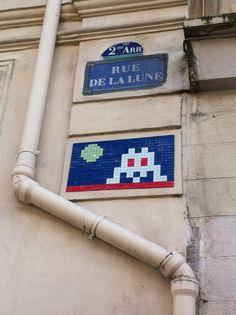 Rue de la lune Paris 02 Best Graffiti, French Street, Space Invaders, Street Artists, Banksy, Mosaic Art, Playground, Wall, Urban Art