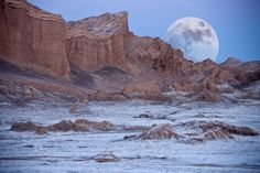 """""""The Valley of the Moon (Valle de la Luna), Cordillera de la Sal, Atacama Desert, northern Chile via Steve Allen"""" Valley Of The Moon, Microsoft Windows, Natural Wonders, Wonders Of The World, South America, Travel Inspiration, The Good Place, Scenery, Places To Visit"""