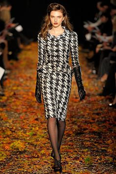 Douglas Hannant Fall 2012 Ready-to-Wear Fashion Show Runway Fashion, Fashion Show, Fashion Design, Women's Fashion, Moda Formal, Look Blazer, Over 50 Womens Fashion, Fashion Women, Winter Dresses