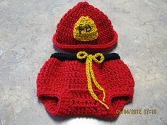 Think I know someone I may need to get this for to shoot some newborn pictures :)Fire hat & pant set crochet newborn size photo prop / costume.