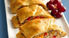 Stromboli Serve your family with this pie made with sausage, bell pepper and Pillsbury® Big & Flaky dinner rolls – a delicious dinner. Sausage Stromboli Recipe, Pillsbury Recipes, Pillsbury Products, Pillsbury Dough, Breakfast Recipes, Dinner Recipes, Dinner Ideas, Crescent Roll Recipes, Crescent Rolls
